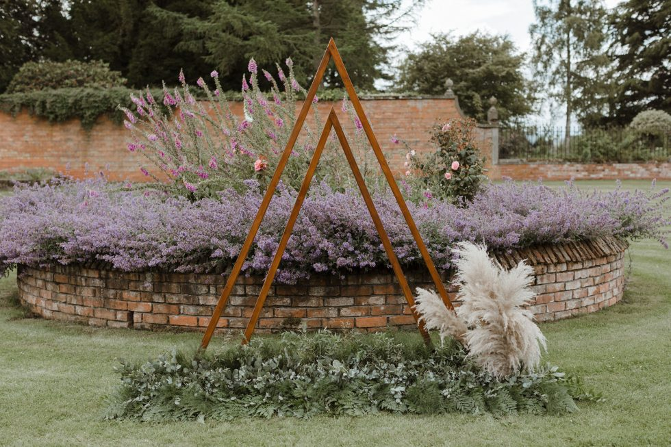 6 GORGEOUS WAYS TO USE PAMPAS GRASS IN YOUR WEDDING STYLING