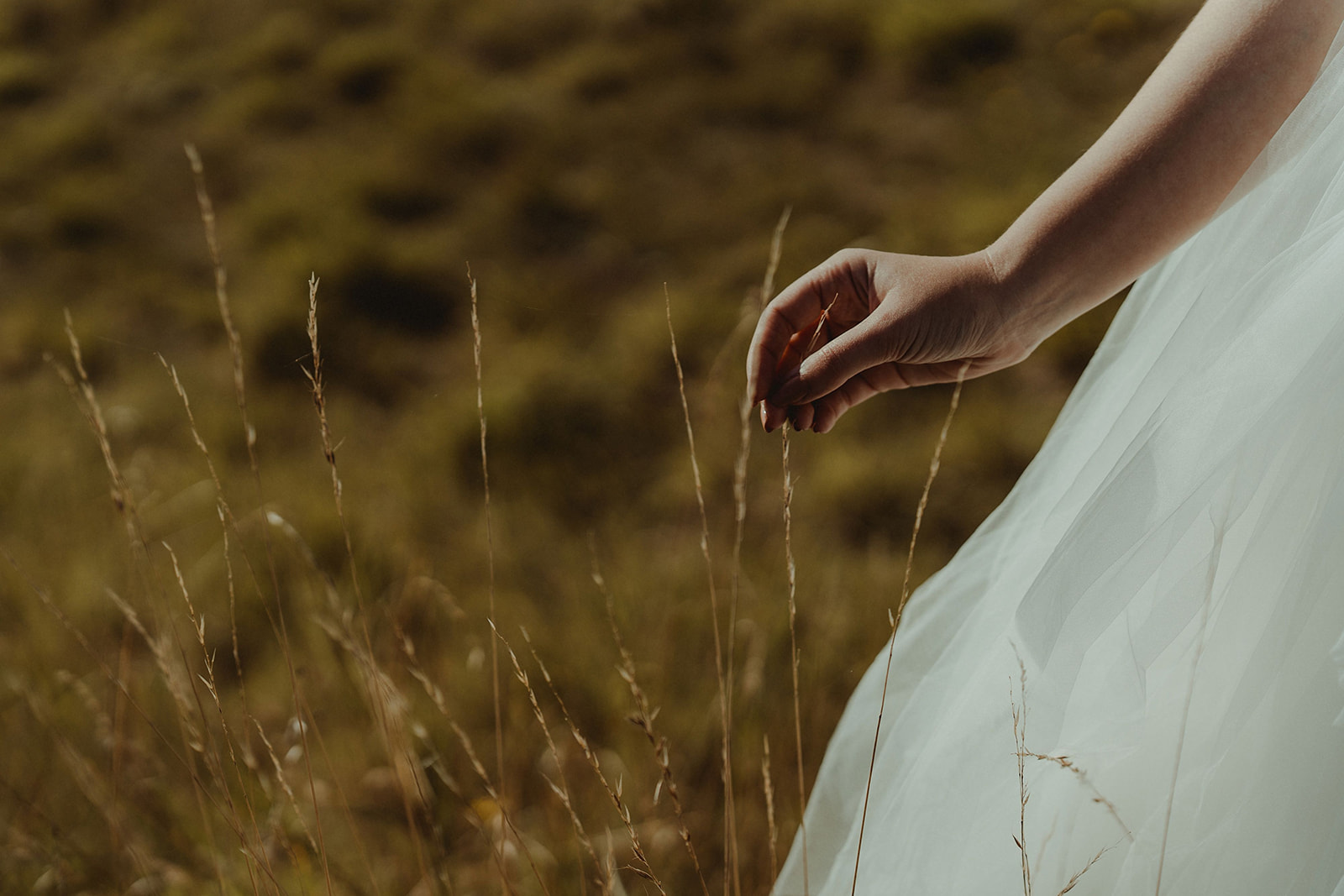 Tulle dress for a seaside elopement on the East Coast of Scotland at the Cow Shed Crail
