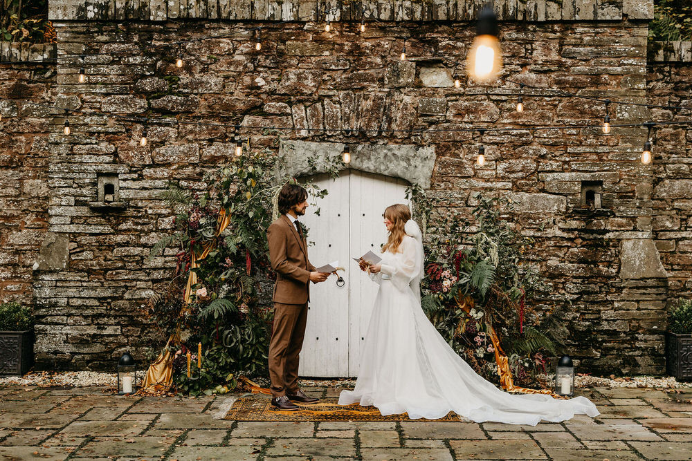 Outdoor ceremony stone walls details